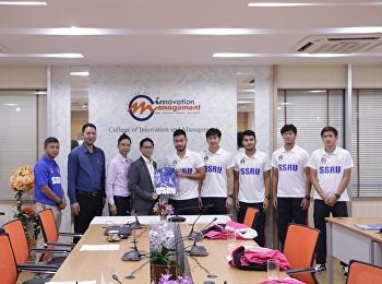 """23 กันยายน 2562 วิทยาลัยนวัตกรรมและการจัดการ มหาวิทยาลัยราชภัฏสวนสุนันทา จัดพิธี """"มอบทุนการศึกษาให้กับนักกีฬาฟุตบอลทีมชาติไทย"""